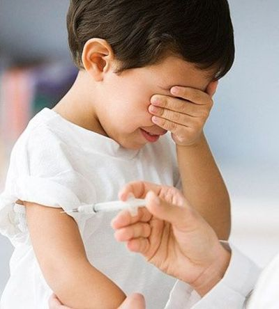 7 Tips to Help #Kids Overcome Fear of Needle Shots: http://www.parents.com/toddlers-preschoolers/health/kids-overcome-fear-needle-shots/?socsrc=pmmpin101112PTTFearOfShots