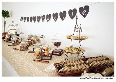 Wedding cookie table / wedding ideas - Juxtapost