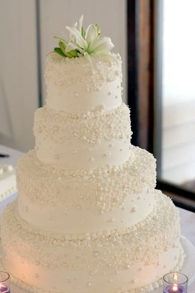 Pretty white pearl wedding cake / wedding cakes - Juxtapost