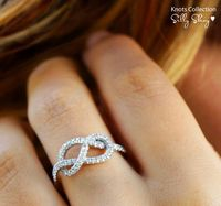 Diamond infinity knot