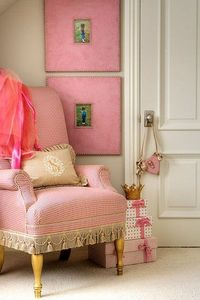 love this little corner of the room...picture frames are simple but sweet