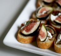 """Dainty little appetizer�€""""fig & goat cheese crostini"""