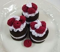 Mini Cakes with Raspberries by olivia