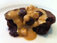 Quick & Natural Peanut Butter and Chocolate Chip Brownie Bites #dessert