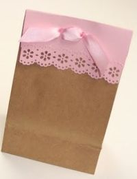 paper lace trimmed Gift bag...tutorial. Cute for gifts from the kitchen