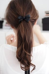 this ribbon, bow ponytail is adorable.