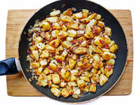 Bratkartoffeln mit Speck; Pan-fried Potatoes & Bacon