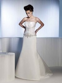 Fashionable strapless natural waist satin wedding dress
