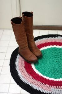 Crochet circle mat. Everywhere please.