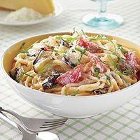 One-Dish Meals: Spaghetti with Eggplant, Ricotta and Tomatoes