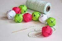 Make a garland from woven paper balls